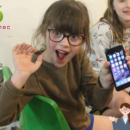フランス海外美少女もiPhone修理の神戸元町店