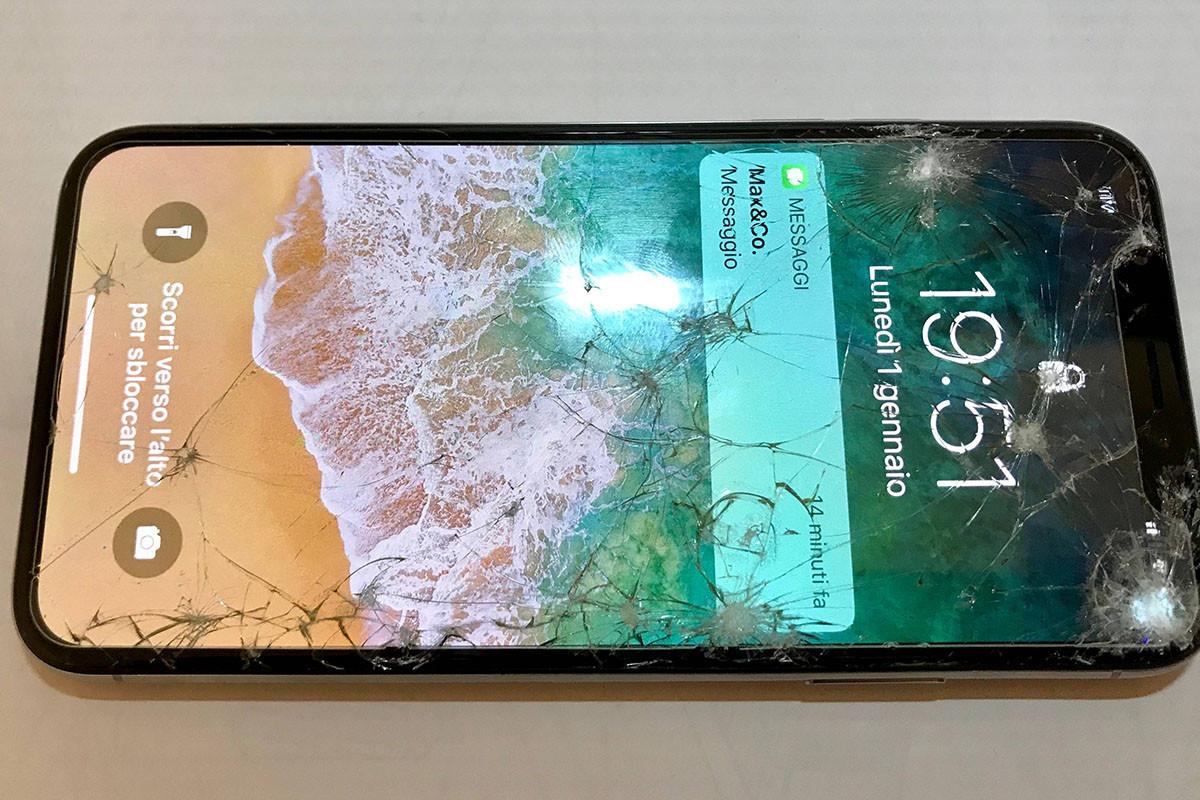 神戸 iPhone XS 液晶ガラス画面交換修理18,000円【裏ワザ】