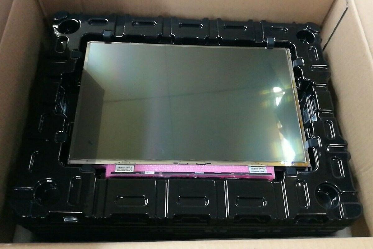神w修理方法!MacBook Air 液晶ガラス画面割れ直す